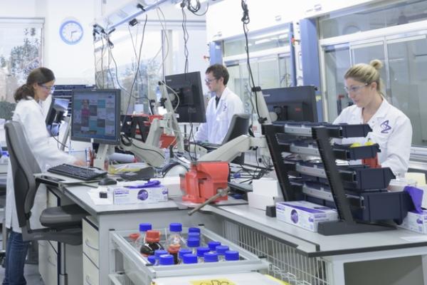 Índia iniciará exportação de doses de vacina contra a Covid para o Brasil nesta sexta-feira