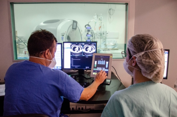 Hospital de Clínicas de Porto Alegre conta com novo tomógrafo para área Covid