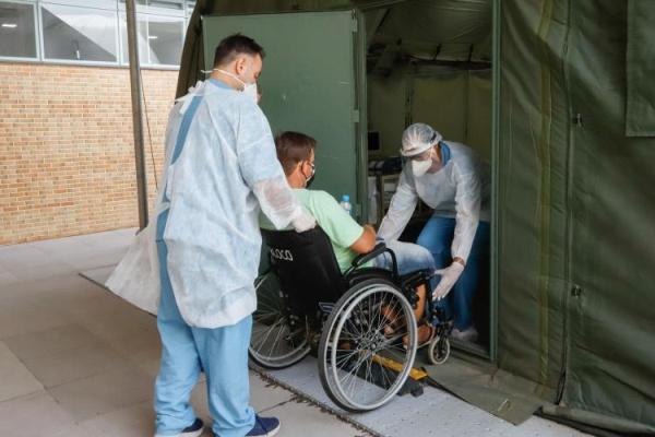 Hospital de campanha do Exército entra em operação com 20 leitos em Porto Alegre
