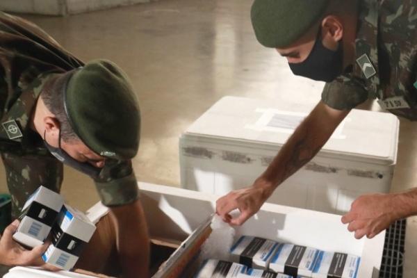 Secretaria da Saúde do RS e Exército distribuem 16,5 mil medicamentos do kit intubação a 24 hospitais