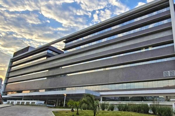 Hospital de Clínicas de Porto Alegre anuncia processo seletivo para cargos com salário de até R$ 9,8 mil