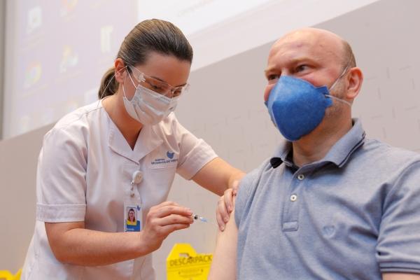 Hospital Moinhos de Vento realiza evento on-line e gratuito para esclarecer dúvidas sobre as vacinas contra Covid