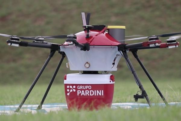 Em seu primeiro voo intermunicipal, drone faz teste para transportar amostras de exames