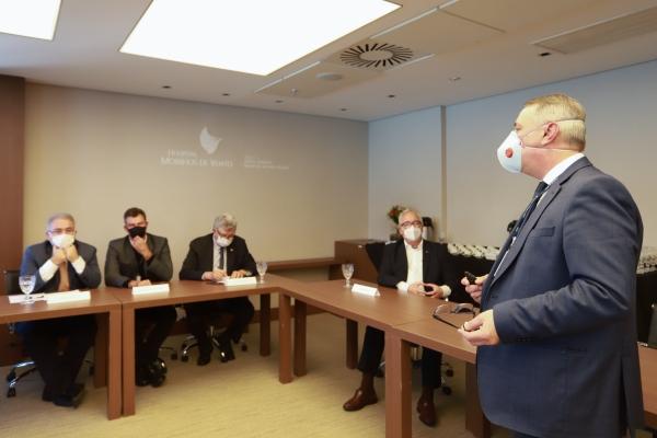 Ministro da Saúde conhece nova emergência do Hospital Moinhos de Vento em visita a Porto Alegre