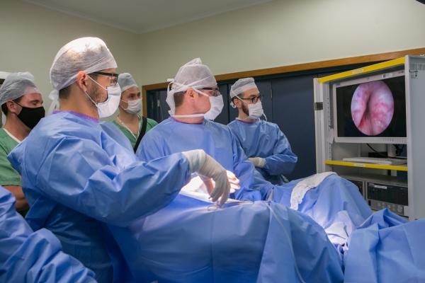 UroLift Hospital Moinhos realiza procedimento pioneiro para o tratamento de doença da próstata