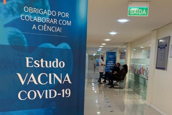 Vacina contra a COVID-19 Hospital Moinhos amplia vagas para voluntários e prioriza tabagistas