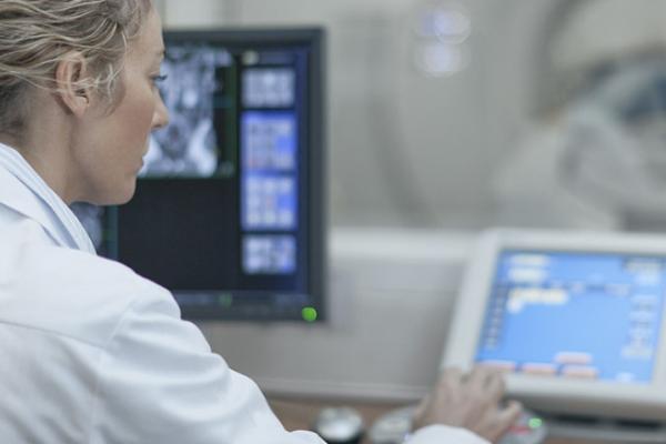 Hospital realiza terapia considerada a nova esperança para pacientes com câncer de próstata metastático
